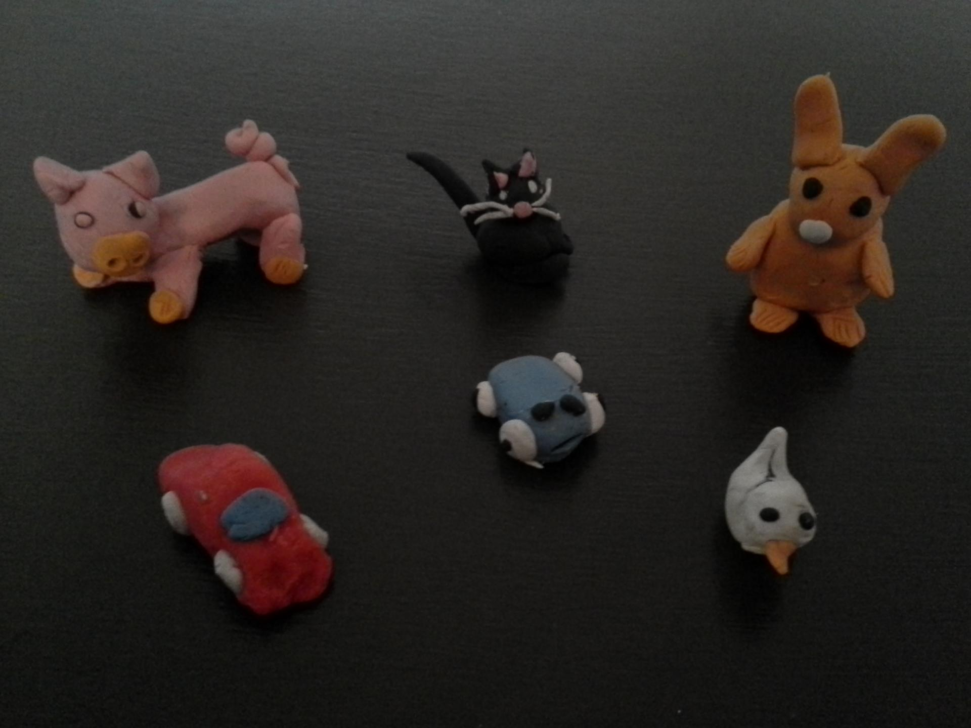 Figurines, animaux, véhicules en pâte fimo